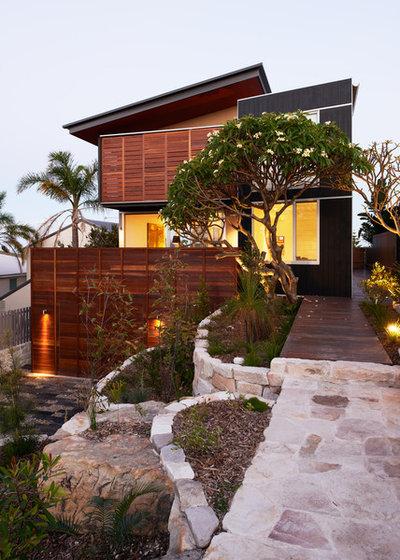 Contemporain Façade by Mackenzie Pronk Architects
