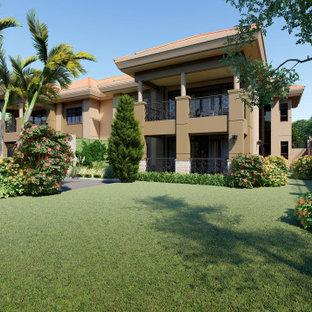 他の地域の中くらいの地中海スタイルのおしゃれな家の外観 (混合材サイディング、マルチカラーの外壁、アパート・マンション) の写真