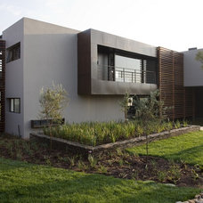 Contemporary Exterior by Nico van der Meulen Architects