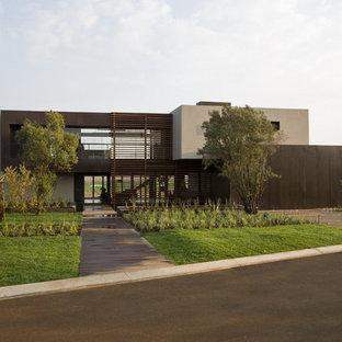 Свежая идея для дизайна: двухэтажный фасад дома в современном стиле - отличное фото интерьера