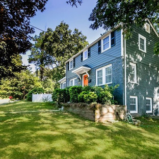 ボルチモアの中くらいのトラディショナルスタイルのおしゃれな二階建ての家 (コンクリート繊維板サイディング、青い外壁) の写真