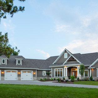 Idéer för stora amerikanska bruna hus, med allt i ett plan, blandad fasad och tak i mixade material