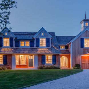 Großes Maritimes Einfamilienhaus mit Holzfassade und Schindeldach in Boston