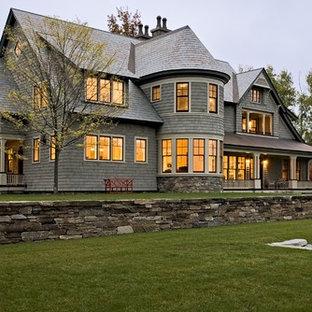 Réalisation d'une grande façade en bois victorienne à un étage.