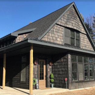 Ejemplo de fachada de casa negra, ecléctica, grande, de dos plantas, con revestimientos combinados, tejado a dos aguas y tejado de varios materiales