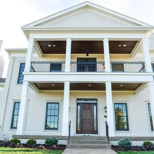 Inspiration pour une très grand façade de maison traditionnelle.