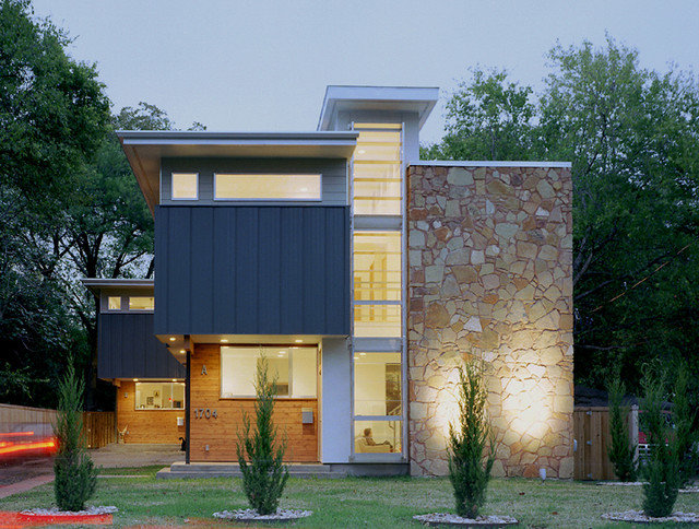 Modern Exterior by Studio Momentum Architects, PC