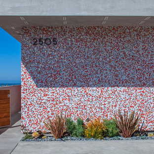 Inspiration for a contemporary concrete exterior in Los Angeles.