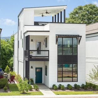 Idee per la facciata di una casa unifamiliare bianca classica a due piani con tetto a una falda
