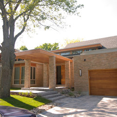 contemporary exterior by Janine Shmuelevitz