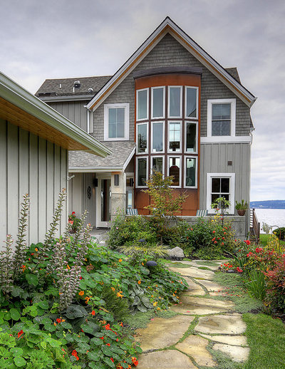 Houzz tour coastal new england style meets pacific for Pacific northwest style homes