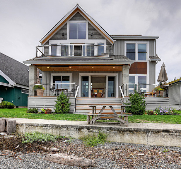 Houzz Tour: Coastal New England Style Meets Pacific