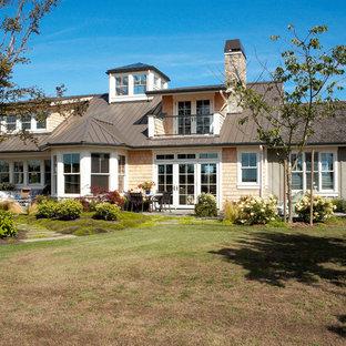 シアトルのエクレクティックスタイルのおしゃれな家の外観の写真