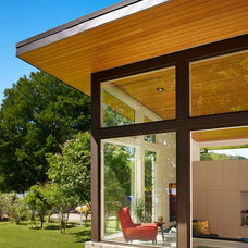 Midcentury Exterior by Stuart Sampley Architect