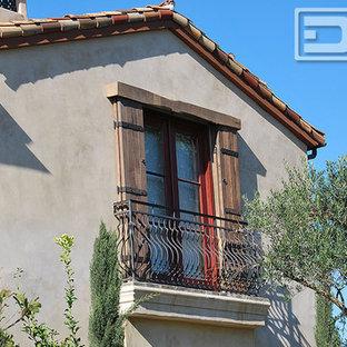 Foto de fachada gris, ecléctica, grande, de dos plantas, con revestimiento de piedra