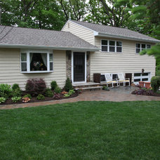 Traditional Exterior by Jardin Passion Landscape Designers