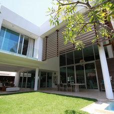 Contemporary Exterior by Selman & Asociados Arquitectura