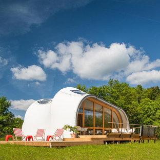 Idées déco pour une grande façade de maison blanche éclectique de plain-pied avec un revêtement mixte.
