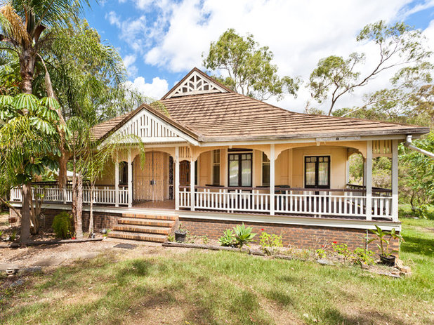 Victorian Exterior by ...talk to Di- Elders Real Estate