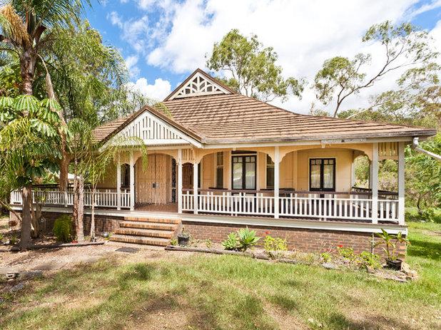 Design details timber fretwork in australian homes for Queenslander home designs australia