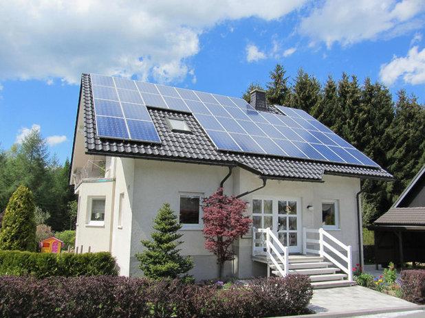 Модернизм Фасад дома Солнечные батареи вместо Московского НПЗ