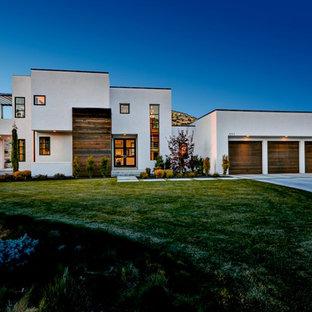 Modern stucco exterior home idea in Boise