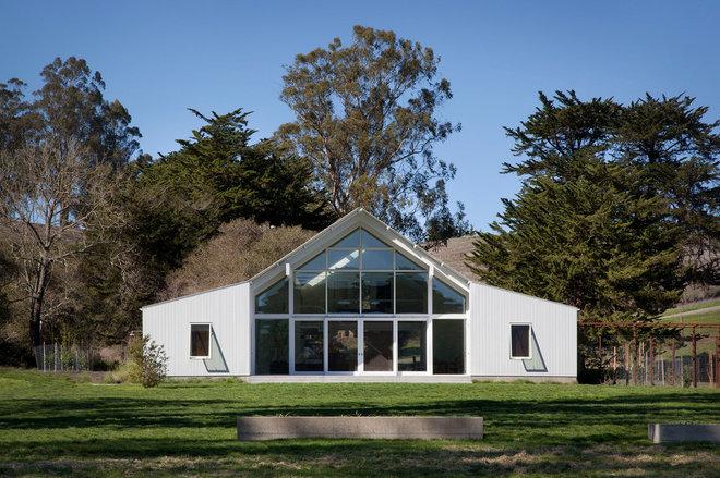 Farmhouse Exterior by Turnbull Griffin Haesloop