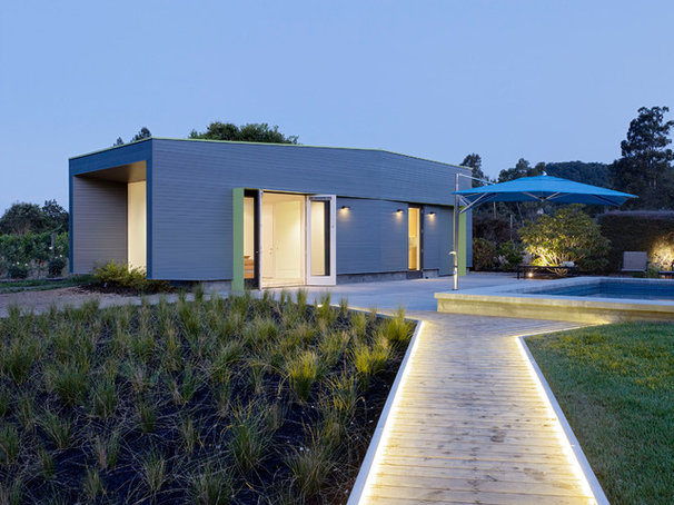 Contemporary Exterior by Schwartz and Architecture