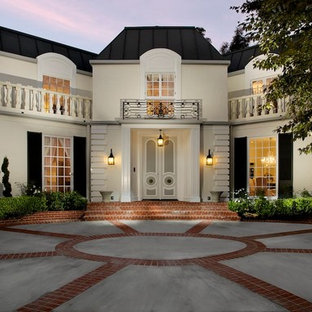 Elegant white exterior home photo in Los Angeles