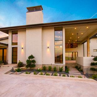 На фото: дом в современном стиле с