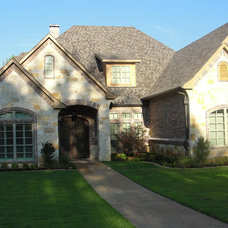Traditional Exterior by Bayless Custom Homes Inc.