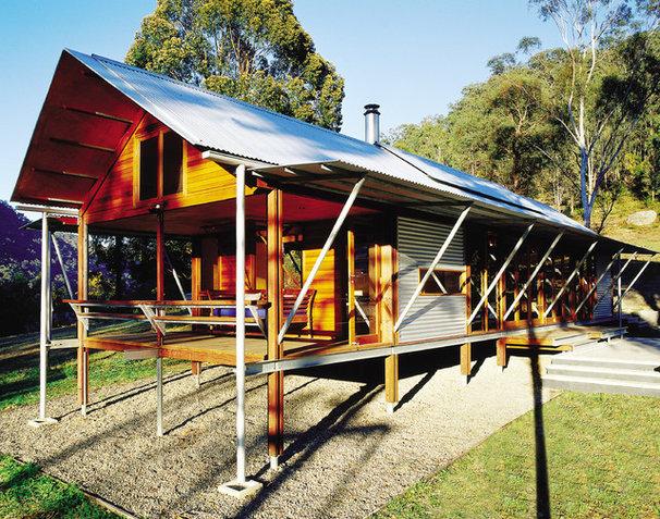 6 australian bush houses redefine rustic charm for Shed home designs australia
