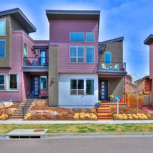 デンバーのコンテンポラリースタイルのおしゃれな家の外観 (コンクリート繊維板サイディング、紫の外壁、タウンハウス) の写真
