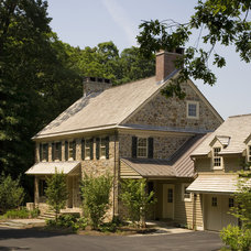 Farmhouse Exterior by Archer & Buchanan Architecture, Ltd.