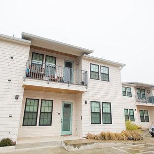 オースティンのおしゃれな家の外観 (コンクリート繊維板サイディング、アパート・マンション) の写真