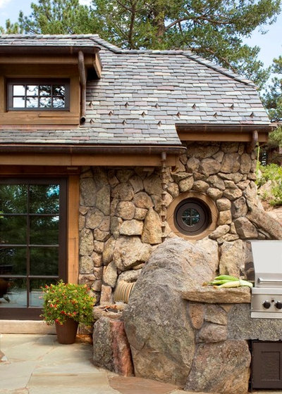 Rustic Exterior by TKP Architects