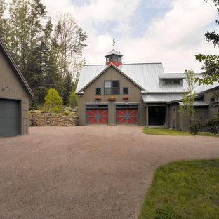 Cottage exterior home photo in Burlington