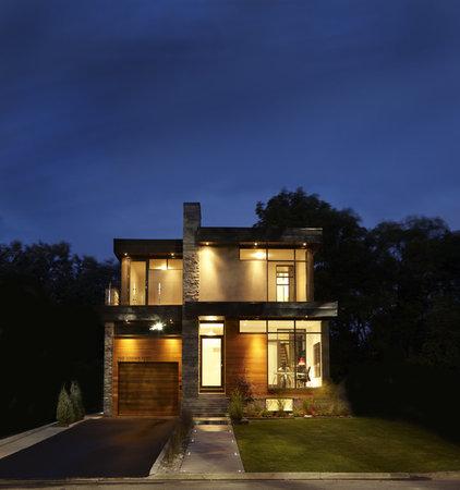 Modern Exterior by En2 Development Corp