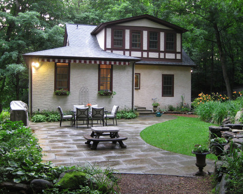 Stucco Cottage In The Woods Of Chappaqua