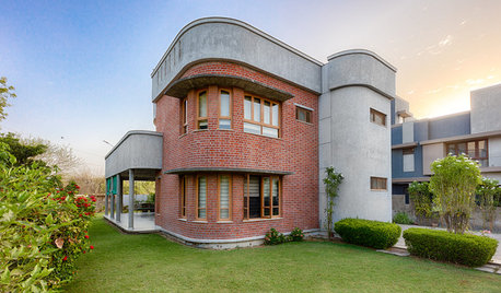 Ahmedabad Houzz: This Red Brick Bungalow Has Invisible Corners