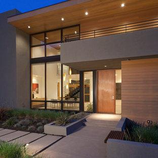 Ispirazione per la facciata di una casa moderna a due piani di medie dimensioni con rivestimenti misti e tetto piano