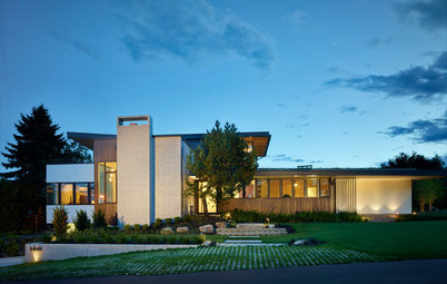 Houzz Tour: Tapping Midcentury Mod and Views in Seattle