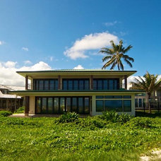 Tropical Exterior by MOKULUA High Performance Builder