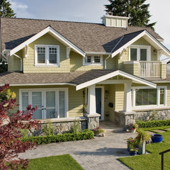 traditional exterior by Synthesis Design Inc.