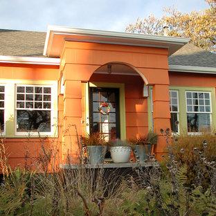 Ejemplo de fachada naranja ecléctica