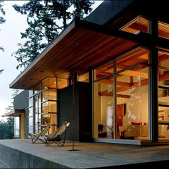 modern exterior by Swatt Architects