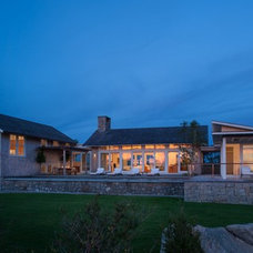 Beach Style Exterior by Aquidneck Properties