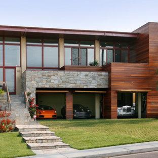 Modelo de fachada costera con revestimiento de madera y tejado plano