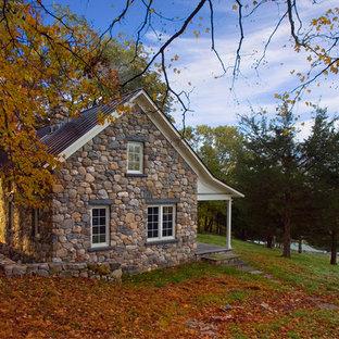 Inspiration för små klassiska grå stenhus, med två våningar