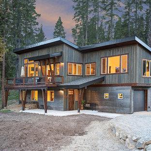 Kleines, Zweistöckiges, Graues Rustikales Einfamilienhaus mit Mix-Fassade und Pultdach in Denver